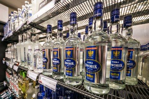 PRISNEDGANG: Får Høyres programkomité som de vil, kan vin og sprit på Vinmonopolet blir billigere med lavere særavgifter på alkohol. Men de møter motstand hos en rekke folkehelseorganisasjoner.