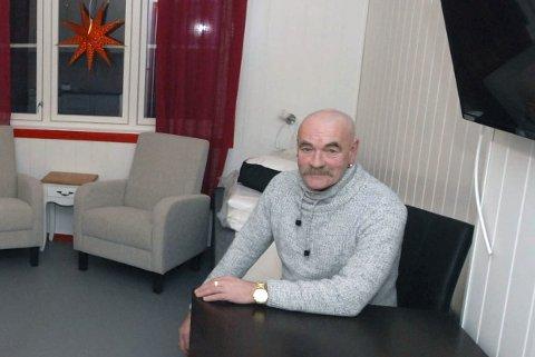 HAR HELDIGVIS OVERNATTING: Odd-Einar Tetlie driver Nissehuset med overnatting og pub i Mehamn i Gamvik kommune.