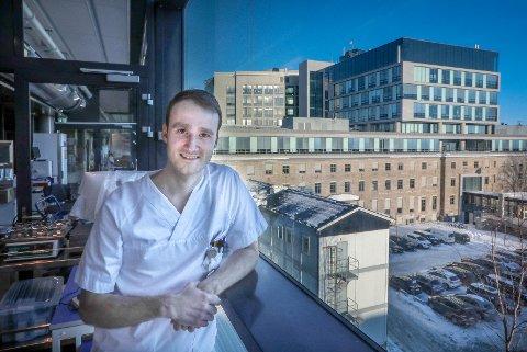 Kristoffer Endresen, konstituert overlege ved Nordlandssykehusets laboratorium i Bodø.