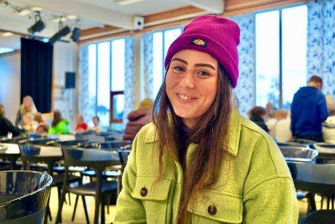Inna Marja Amundsen går på Musikk og Drama ved Heggen videregående skole