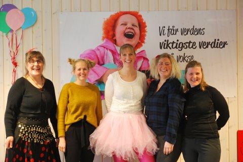 GODE SKUSSMÅL: De ansatte i Læringsverkstedet Løvåsen barnehage får gode resultater fra foreldrene. Torsdag da iHarstad besøkte barnehagen var det karneval.