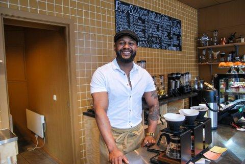 KOMPENSASJON: Esencia Kaffebar. som eies av Juan Didiet, er en av bedriftene som mottar koronastøtte fra Harstad kommune