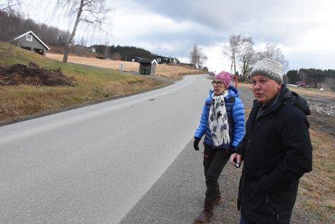 I BAKKEN: Solfrid Larsen og Harald Granaune i selve Tjærahaugbakken.