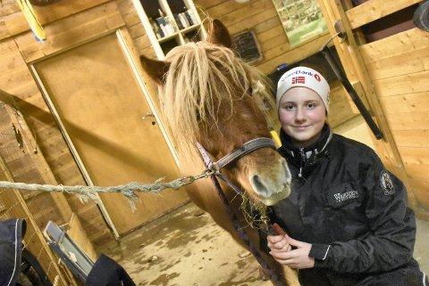 SAMKJØRTE: Maren Grenne har vunnet mange løp med sin  shetlandsponni Gårder's Cloudberry.
