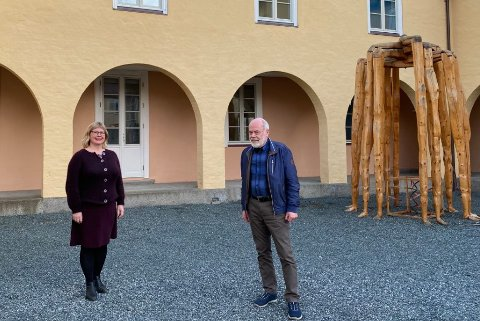 LEDERSKIFTE: Guri Marjane Sivertsen etterfølger avtroppende leder Otto A. Solli som leder for Falstadsenterets Venner.