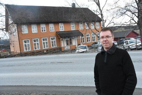 I GOD STAND: Leder Geir Ole Nilsen i Hegle grendehus forteller om en sunn økonomi og et velholdte lokaler.