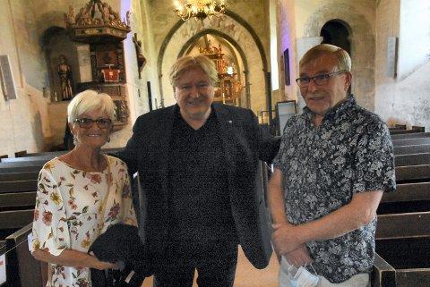TRIVELIG GJENSYN: I oktober sang Jørn Hoel i bryllupet til datteren til Ella og Jorulf Nordli. Fredag kveld møttes de igjen - i Alstadhaug kirke.