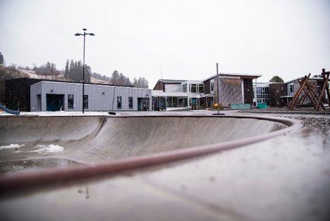 UTREDES: Det er satt av to millioner kroner til utredning om utbygging av Sakshaug skole.
