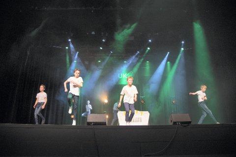 DANS: 6. klasse ved Røra skole deltok med dans til «Greased Lightning» i UKM Inderøy 2020. Nå er det klart at UKM blir gjennomført med publikum i år.
