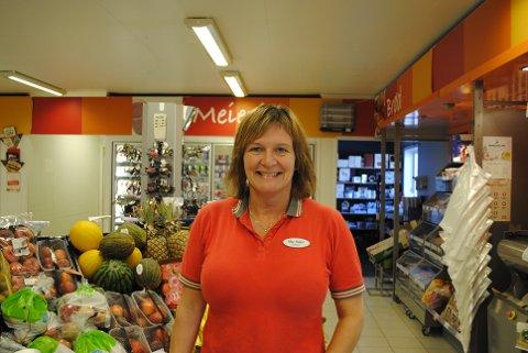 SOMMERPRATEN: May Helen Aas Jegtvolden er butikksjef ved Coop Marked i Mosvik. Hun skal ta det med ro og være med familien når hun har fri.