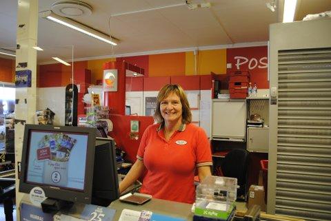 MILJØDUGNAD: May Helen Aas Jegtvolden butikksjef ved Coop Marked Mosvik inviterer til ryddeaksjon og miljødugnad.