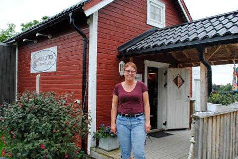 SOMMERPRATEN: Randi Snerting skal gå trekanten i Trollheimen. Det er nesten seks mil på tre dager.