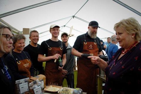 FORNØYD: Statsminister Erna Solberg var veldig fornøyd med aktørene fra Inderøy og Den Gyldne Omvei under Trøndersk Matfestival.