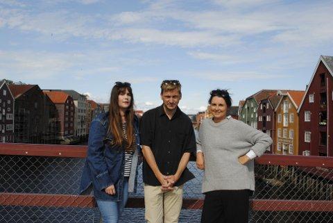 KONSERTAKTUELL: Ida Jenshus (f.v), Rasmus Rohde og Marte Hallem skal sammen holde åpningskonserten under den nye visefestivalen Gullkåinn på AKSET i september.