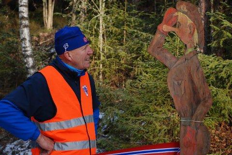 DUGNADSGENERAL: Leif Hestvik har organisert 2500 dugnadstimer, og både turglade folk og bygdas største kjendis gleder seg stort over.