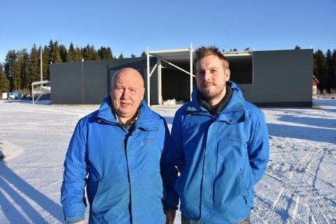 Fornøyde: Knut og Lasse Heggedal i Bygg med oss AS er glade for å kunne fortelle at byggingen av Plantasjen på Bjørkelangen går som planlagt.
