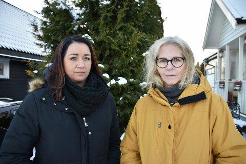 Ikke fornøyd: Naboene Jannicke Heia og Unni Martine Svarstad fikk besøk av dørselgeren fra Canal Digital.