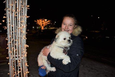 Hundelufter: Emilie Hansen De Waard (13) vil ta med flere hunder på tur.