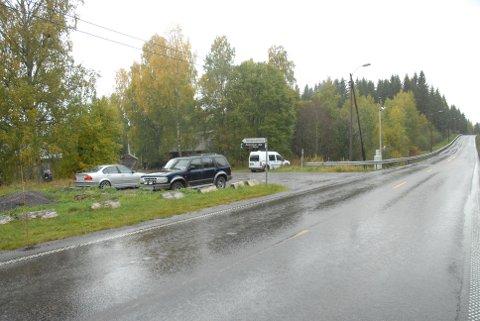 ÅSTEDET: Det var her, rett vet Fet Bilverksted på fylkesvei 172 mellom Sørumsand og Fetsund at hendelsen fant sted 1. oktober i fjor.