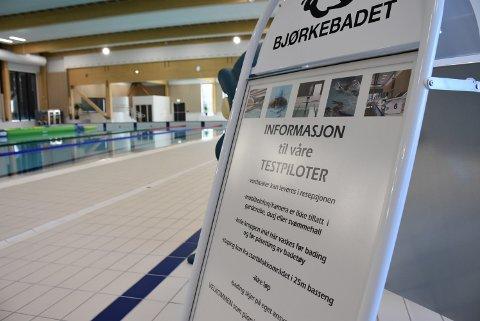 Når Bjørkebadet åpner 1. november, vil det være fotoforbud. Det betyr at ingen mobiltelefoner, ipader eller kameraer er tillatt brukt i garderobe, dusj eller i bassengområdet. Foto: Trym Helbostad