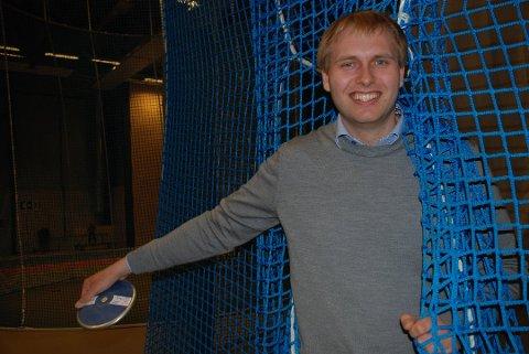Magnus Røsholm Aunevik-Berntsen har byttet ut diskosen med malerpensel. Foto: Jon Wiik