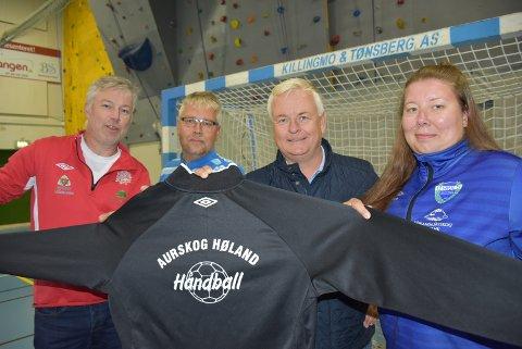 Marlene Johnsen fra HIUL, Vegard Tønsberg fra AFSK, Hans Petter Marki og Robert Holtet, begge fra BSF, ser fram til å samarbeide om håndballen i bygda. Foto: Trym Helbostad