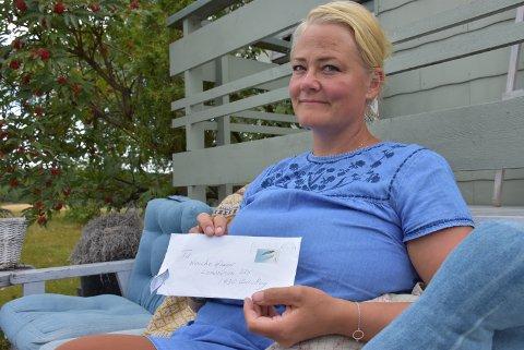 TA DEN RING: Wenche I. Hauger fortviler at ringen hennes ble borte i posten. Foto: Trym Helbostad