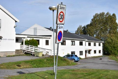 Sørum kommune tillater midlertidig parkering for togpendlere som ikke finner parkeringsplass ved Blaker stasjon. Alle foto: Trym Helbostad
