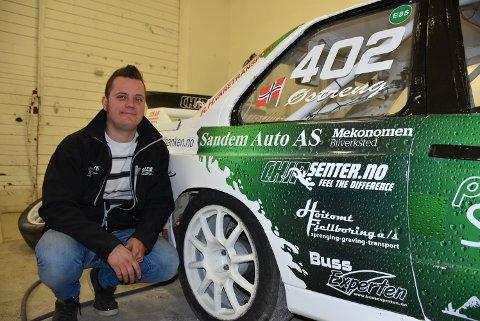 Hans-Jøran Østreng ligger seks poeng bak sammenlagtlederen i supernasjonal klasse 4 i rallycross-NM. Hølendingen satser alt på å gå til topps etter helgens NM-finale på Gardermoen. Alle foto: Trym Helbostad