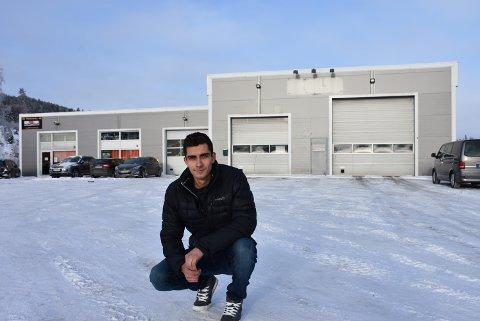 SATSER: Kristian Westreng (25) er ikke redd for å investere i det lokale eiendomsmarkedet.