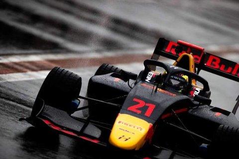 FORMEL 3: Dennis Hauger tar et nytt steg mot Formel 1 neste sesong. Da kjører han Formel3v, etter all sannsynlighet i den gjeveste Formel3-serien neste år; FIA Formula 3Championship. Her er han i aksjon under testkjøring.