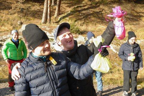 Vinnere: Tor Ingar Ingjer (t.h.) og Fredrik Torp Haugen var to lykkelige vinnere av quizen.