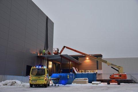 Taket der arbeideren falt ned fra, var ikke sikret tilstrekkelig, viser rapporten fra Arbeidstilsynet etter arbeidsulykken i Aurskog 13. desember. Foto: Trym Helbostad