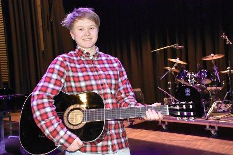 16 år gamle Silje Victoria Løvstrand fra Aurskog var en av mange ungdommer som deltok på lørdagens Ung Kultur Møtes på Bjørkelangen. Foto: Trym Helbostad