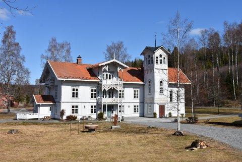 Solgt: Prakteiendommen Eidsverket på Bjørkelangen har fått nye, lokale eiere.