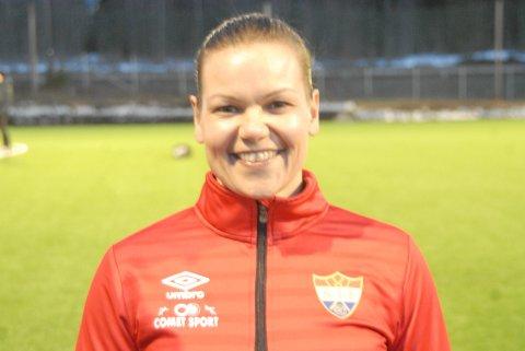 45-åringen Katrine Nysveen kan fortsatt. Torsdag scoret hun fire mål for Sørumsand da laget vant 8-2 på hjemmebane. Foto: Svein Samuelsen