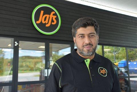Irfan Ahmad og hans kollegaer jobber intenst for å få alt klart til Jafs Bjørkelangen åpner lørdag 1. juni. Foto: Trym Helbostad