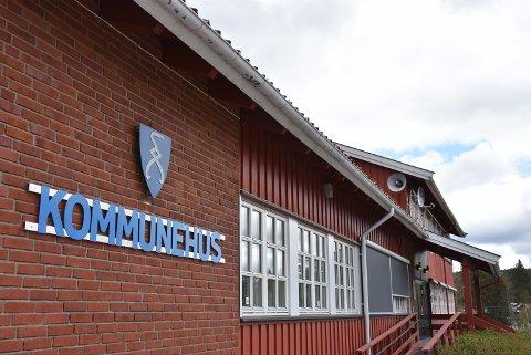 Kommunehuset på Rømskog er et viktig samlingspunkt i bygda. Nå blir det bestemt hva det skal brukes til i den nye kommunen. Foto: Trym Helbostad