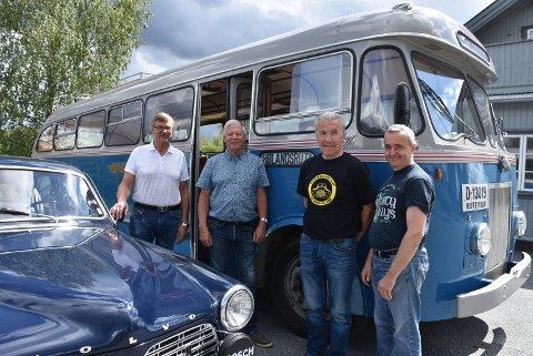 Svein Hegler (t.v.), Terje Borgersrud, Ivar Dammerud og Per Enersen ser fram til søndagens veterankjøring. Foto: Trym Helbostad