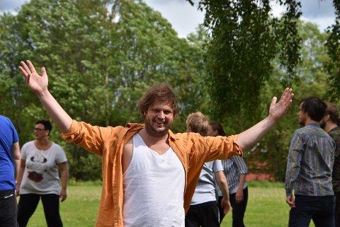Henrik Berg Larsen håper mange tar turen til Blaker Skanse for å oppleve midtsommernattopera lørdag 15. juni. Foto: Trym Helbostad