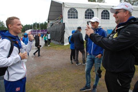 TO FORNØYDE KARER: Ull/Kisa-trener Hans Jørgen Borgen var igjen imponert over konkurranseegenskapene til Markus Einan, som brakte ham til EM-finale søndag. Foto: Jon Wiik