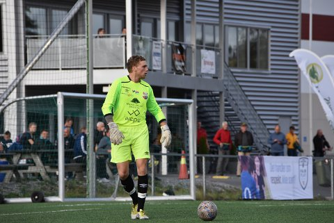 Jonas Hemmingbye reddet straffesparket fra Eidsvold Turn 2. Dermed vant AHFK kampen 2-0. Begge foto: Trym Helbostad