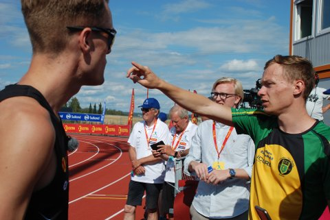 JEVN DUELL: Markus Einan fulgte Filip Mangen Ingebrigtsen helt til målstreken på 800 meter i NM søndag, men måtte til slutt strekke våpen i det harde nappetaket.