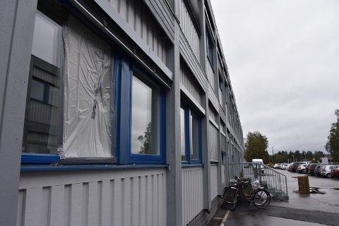 Natt til tirsdag var det innbrudd i kantina ved Bjørkelangen videregående skole. Alle foto: Trym Helbostad