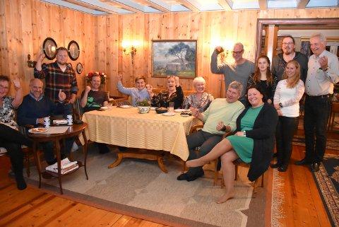 Ved valgvaken er det glede å spore over en god, nasjonal valgdagsmåling, men Aurskog-Høland Sp er fortsatt spente på de lokale valgresultatene. Foto: Trym Helbostad