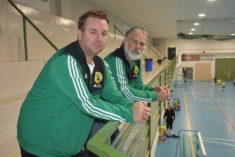 Per Helge Lien (t.v.) og Sveinung Green opplever rekordpåmelding til den tradisjonsrike innendørscupen i Aurskoghallen. Nå kan den bli avlyst. Foto: Trym Helbostad