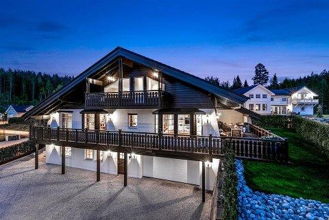 Denne boligen på Bjørkelangen er solgt, og setter ny prisrekord i Aurskog-Høland. Foto: Privatmegleren