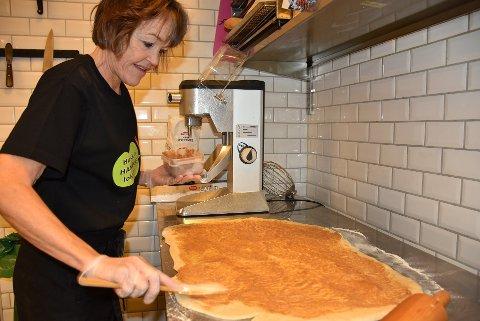 – Vi har tatt våre forholdsregler, sier Kristin Ross Solberg ved  Kafé Kanel på Bjørkelangen. Arkivfoto: Trym Helbostad