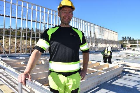 Bjørn Erik Unneberg, daglig leder i Rømskog Tømmertransport, ser fram til å få på plass et nytt garasje- og lagerbygg.