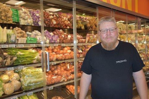 – Jeg synes at frukt og grønt-avdelingen ble mye bedre, forteller Bjørn Henry Holtet fra Setskog.